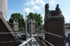 De beelden op de steunpijlers rond de transkapellen rond de apsis van de nieuwe Bavo.